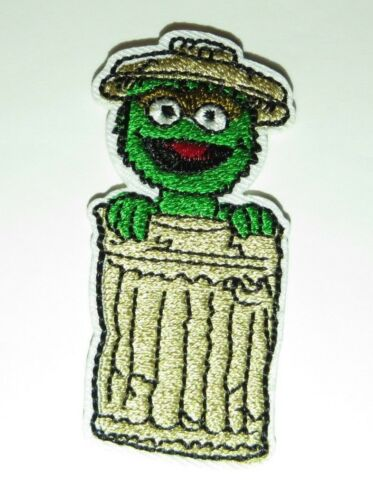 """Sesame Street OSCAR THE GROUCH In His Garbage Can Embroidered 2 1//2/"""" TALL PATCH"""
