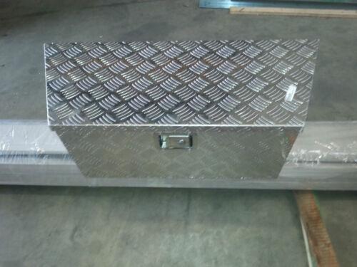 Staubox aus Aluminium mit Schloss und Hebehilfe für Deckel