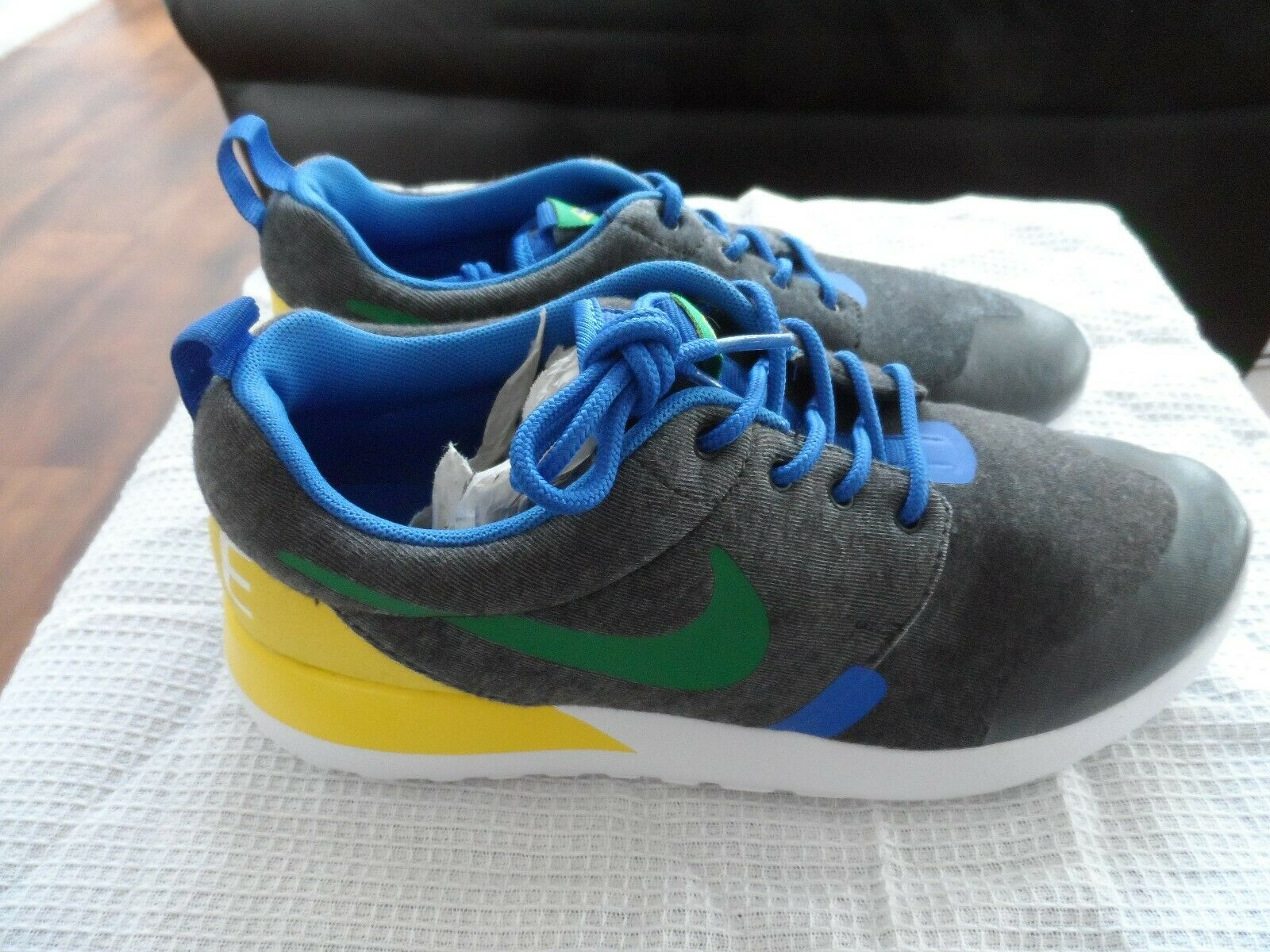 NUOVO Nike Rosherun Roshe Roshe Roshe BRASILE QS GS ONE WORLD CUP 2 TECH F Taglia EU 37.5 95bdee