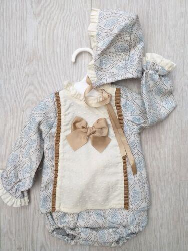 Un conjunto de bebé niñas español Dres S Romaní Camel Azul 3 Pieza Bonnet la edad de 12 meses