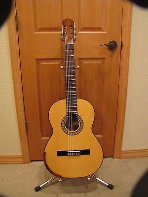 classical guitar Bellucci