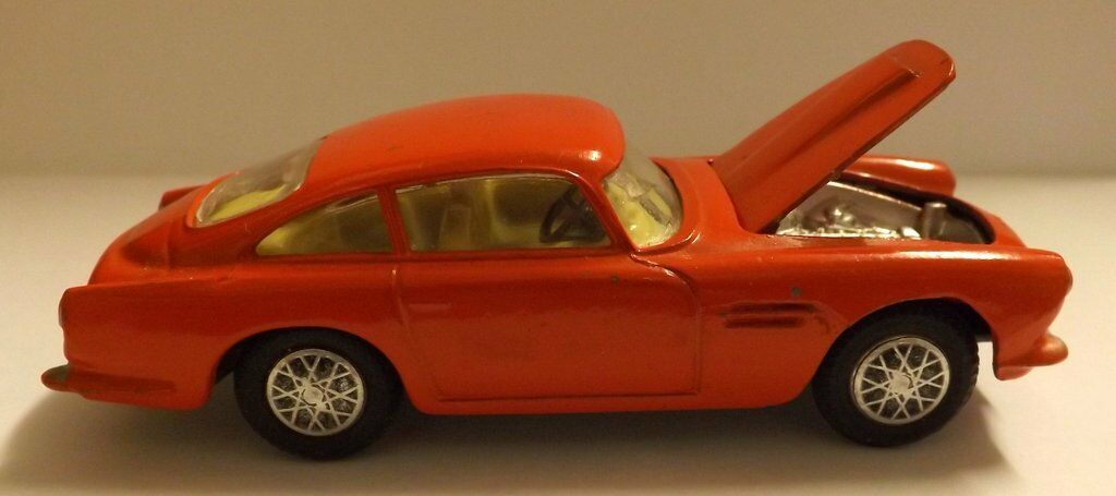 Corgi Vintage Aston Martin D.B.4 Red, Patent Application 21101 '59
