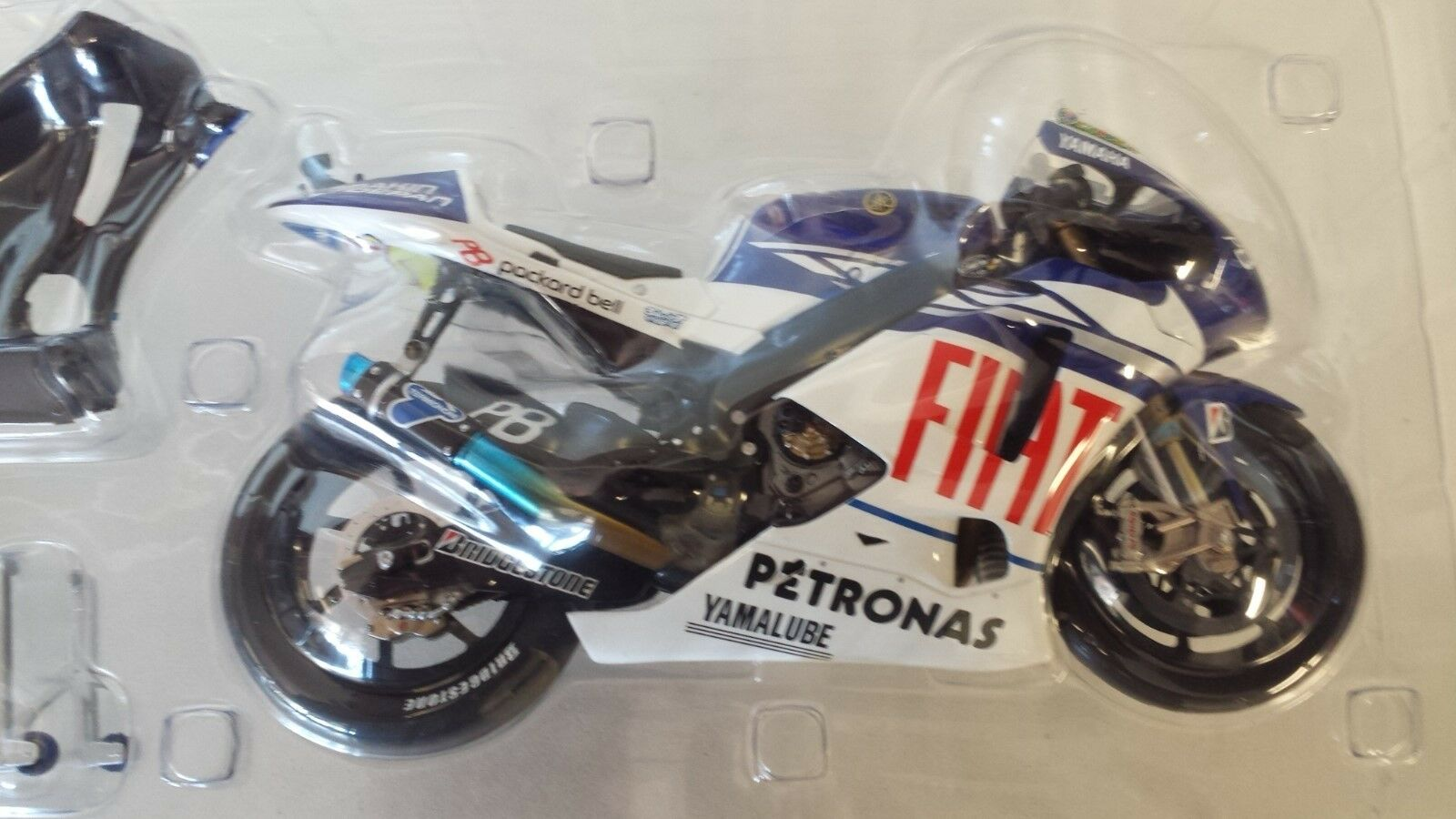Valentino Rossi. Yamaha YZR-M1. MotoGP 2010.  Minichamps 1 12