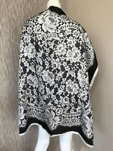 BOUTIQUE-MOSCHINO-100-SILK-BLACK-amp-WHITE-LACE-PRINT-SCARF-MADE-IN-ITALY-BNWT