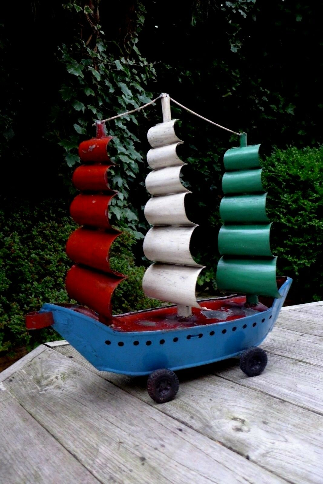 VINTAGE metal barca giocattolo SULLE RUOTE MAGAZZINO CASA COTTAGE collezionista d'arte