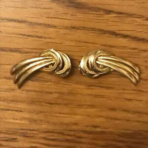 Deux-broches-bijoux-vintage-en-metal-dore-Brooch-vintage-jewelry
