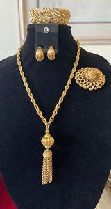 Vintage-Signed-034-Monet-034-Gold-tone-Bracelet-Brooch-Clip-Earrings-Set