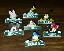 Disney Pins Character Street Signs 7 Mickey Minnie Daisy Chip Goofy Pluto