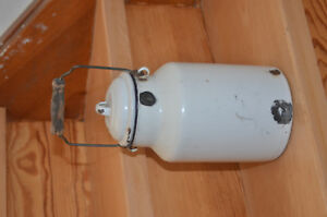 Emaille-Milchkanne-wundervoll-antik-40er-Jahre-gut-Patina-dicht-s-Fotos