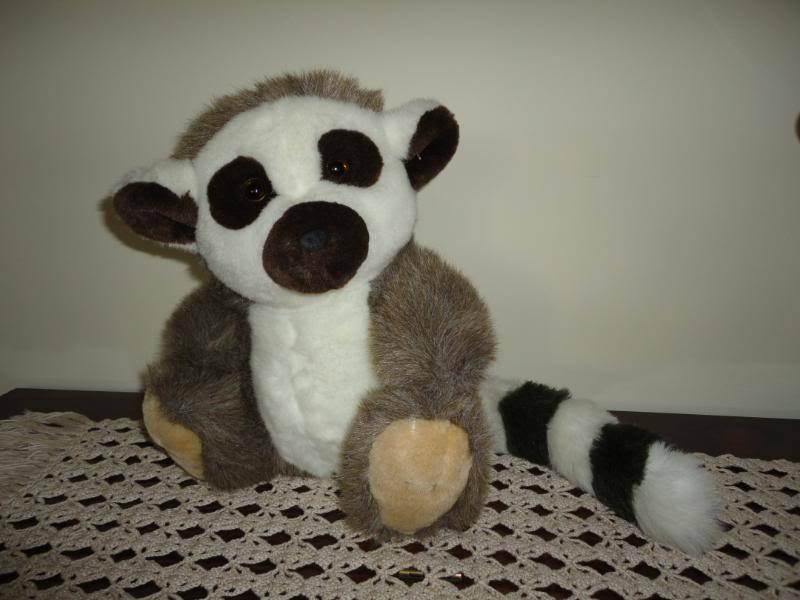 Fiesta LEMUR Stuffed Animal Plush 11 Inch Sitting America Wego 5103 1991