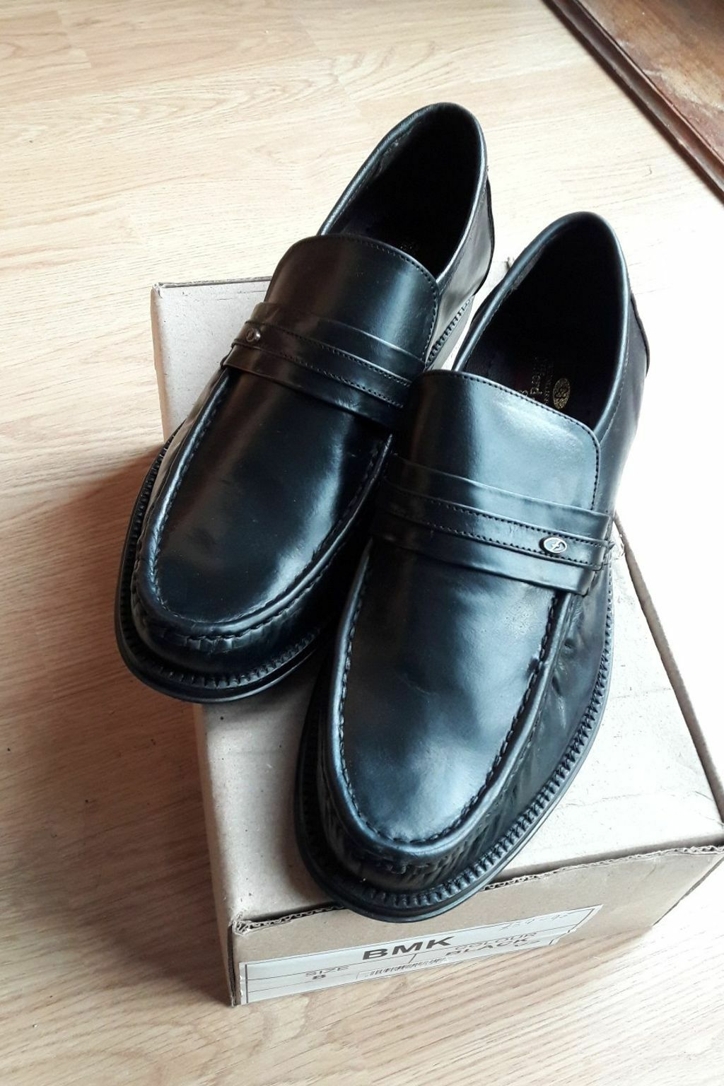 NEW by in box Size 8 Mens black slip-on shoes by NEW Clifford James Leather uppers f545dd