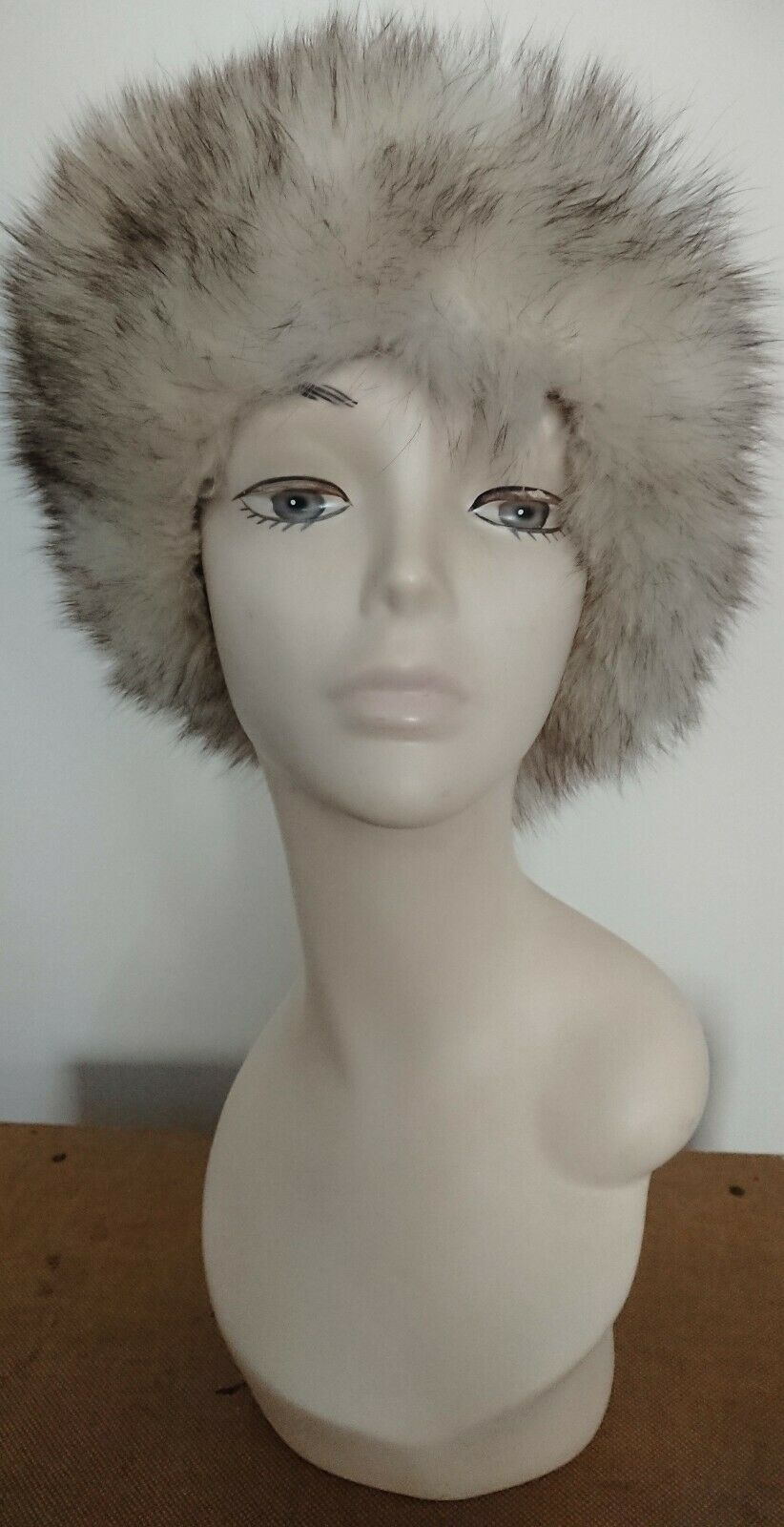 Vintage 1970's Cream and Grey Fur Cossack/Russian Hat.