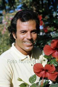 Julio-Iglesias-Spain-Music-7-7-8x11-13-16in-Photo-Not-Signed-Nr-2-5