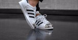 the best attitude e6a48 15ae5 Image is loading ADIDAS-SUPERSTAR-80s-BB5114-WHITE-amp-SILVER-METAL-