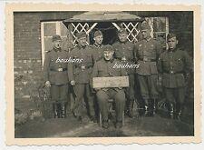 Foto Soldaten-Wehrmacht-Schild Waffenmeisterei  (e165)