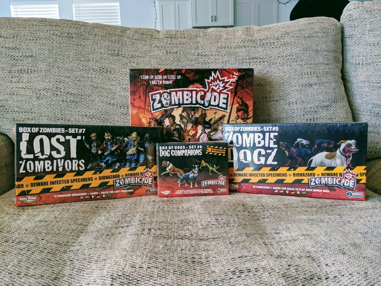 Zombicide Zombicide Zombicide Season 1 with Box of Zombies and BRAND NEW-SHRINK WRAPPED 7ad200