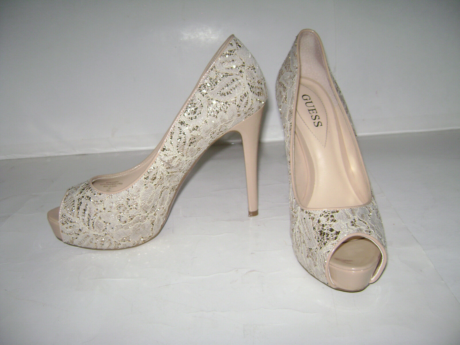 GUESS GUESS GUESS WGPATCHES10 SLIP ON schuhe Größe 7 M PUMPS HEELS SPARKLE GLITTER BEAUTIFUL 7f7733