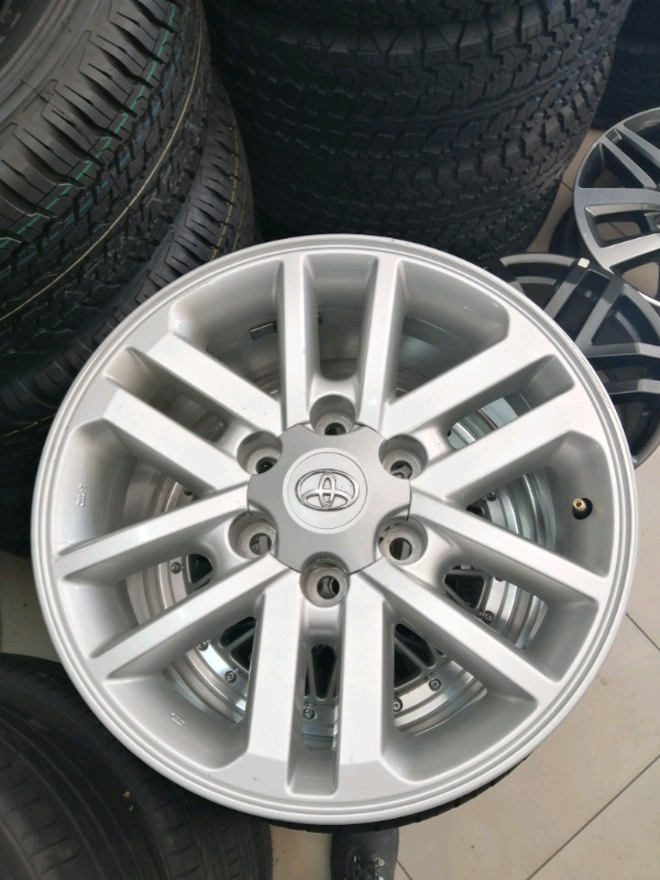 Brand new Toyota mag rim 17 inch with center