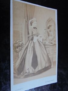 Cdv-old-photograph-Victoria-the-Princess-Royal-in-mirror-by-Mayall-1860s