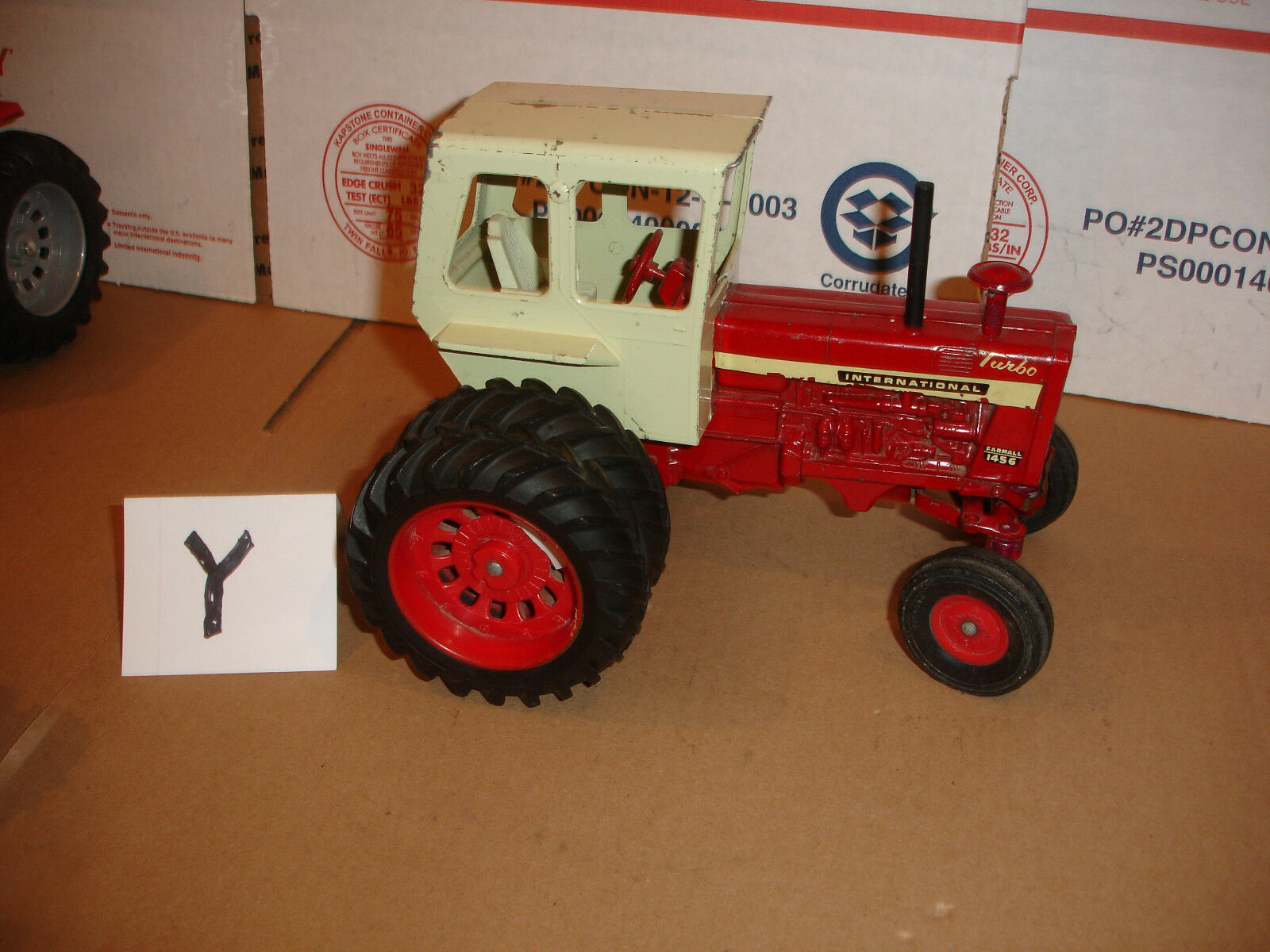 1/16  international 1456 toy tractor vintage