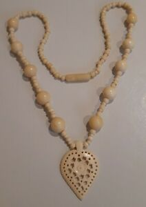 vintage-Art-Deco-unusual-Celluloid-Carved-And-Knotted-cream-Bead-Necklace