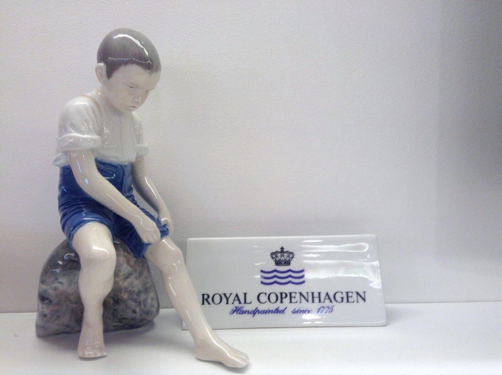 Royal Royal Royal Copenhagen Figurine - Bimbo seduto sul sasso - Royal Copenhagen Statuina cc1509