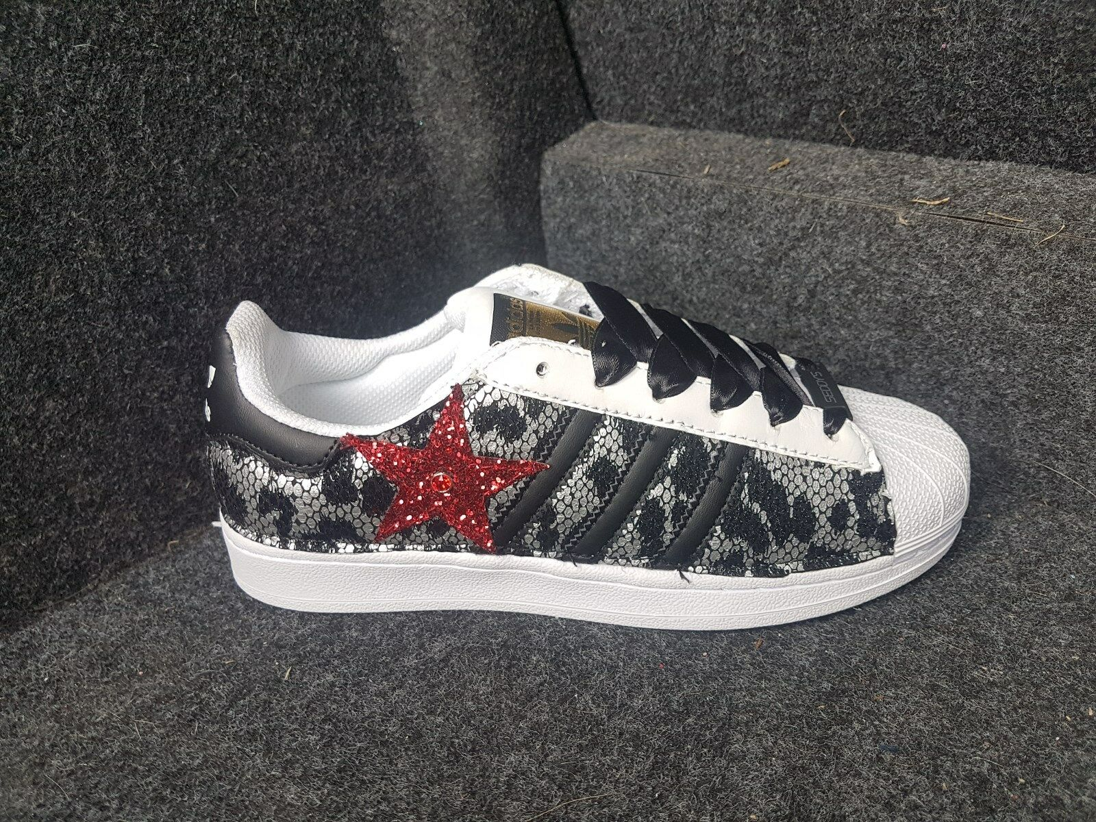 scarpe adidas superstar con tessuto luccicante e un stella glitter