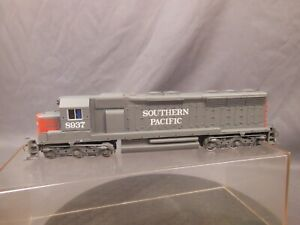 HO-SCALE-BACHMANN-PLUS-SOUTHERN-PACIFIC-EMD-SD45-LOCOMOTIVE-NEW-OLD-STOCK