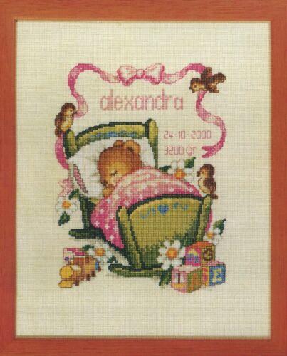 Stickpackung Stickbild sticken 25x30 cm Baby Geburt Maus Babybett Bett Mädchen