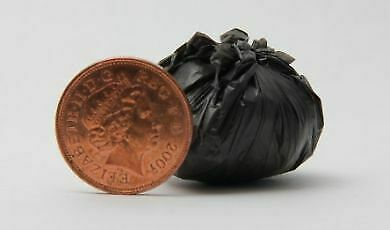 1//12 Scale Dolls House Delph Miniatures Handmade Tied up Bag of Rubbish H53T