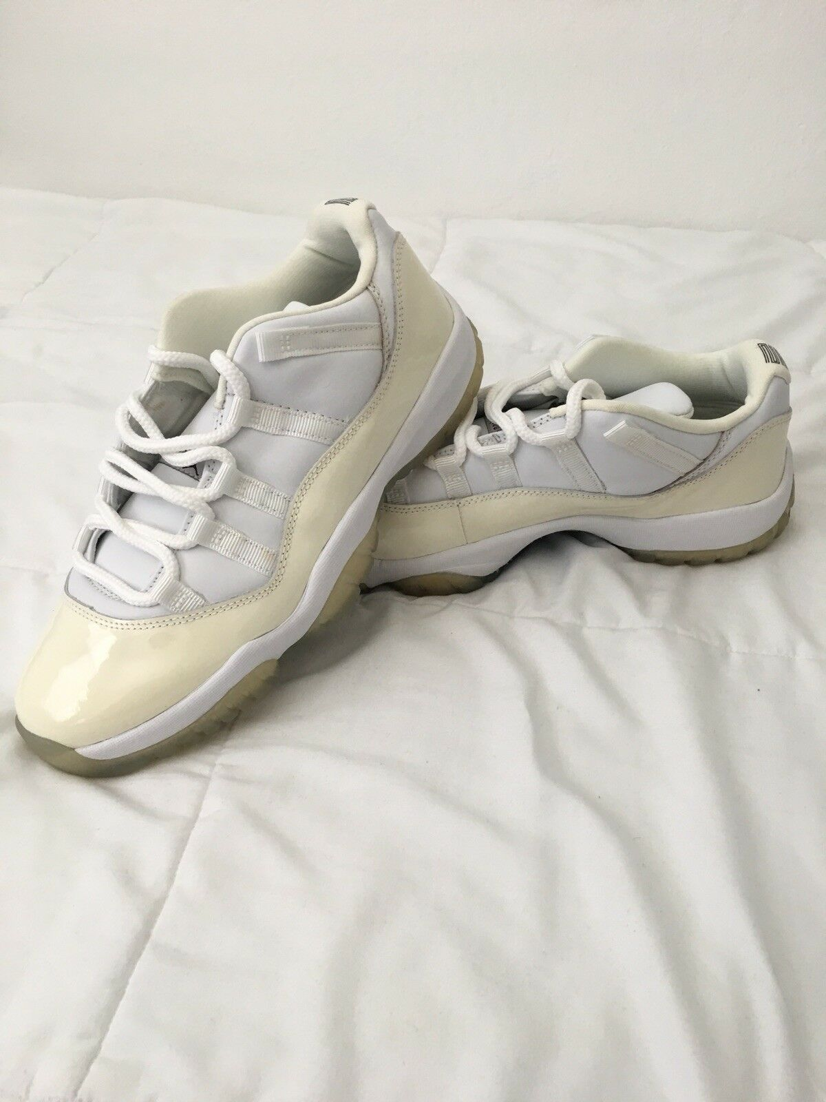BRAND NEW DS 2001 AIR JORDAN 11 LOW LIGHT ZEN GREY SIZE 9.5