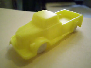 Maquette-de-voiture-pickup-pick-up-truck-Penny-Magarine-Voiture-ancienne-jaune