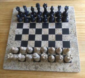 Beautiful-fossil-stone-and-black-onyx-Stone-chess-set
