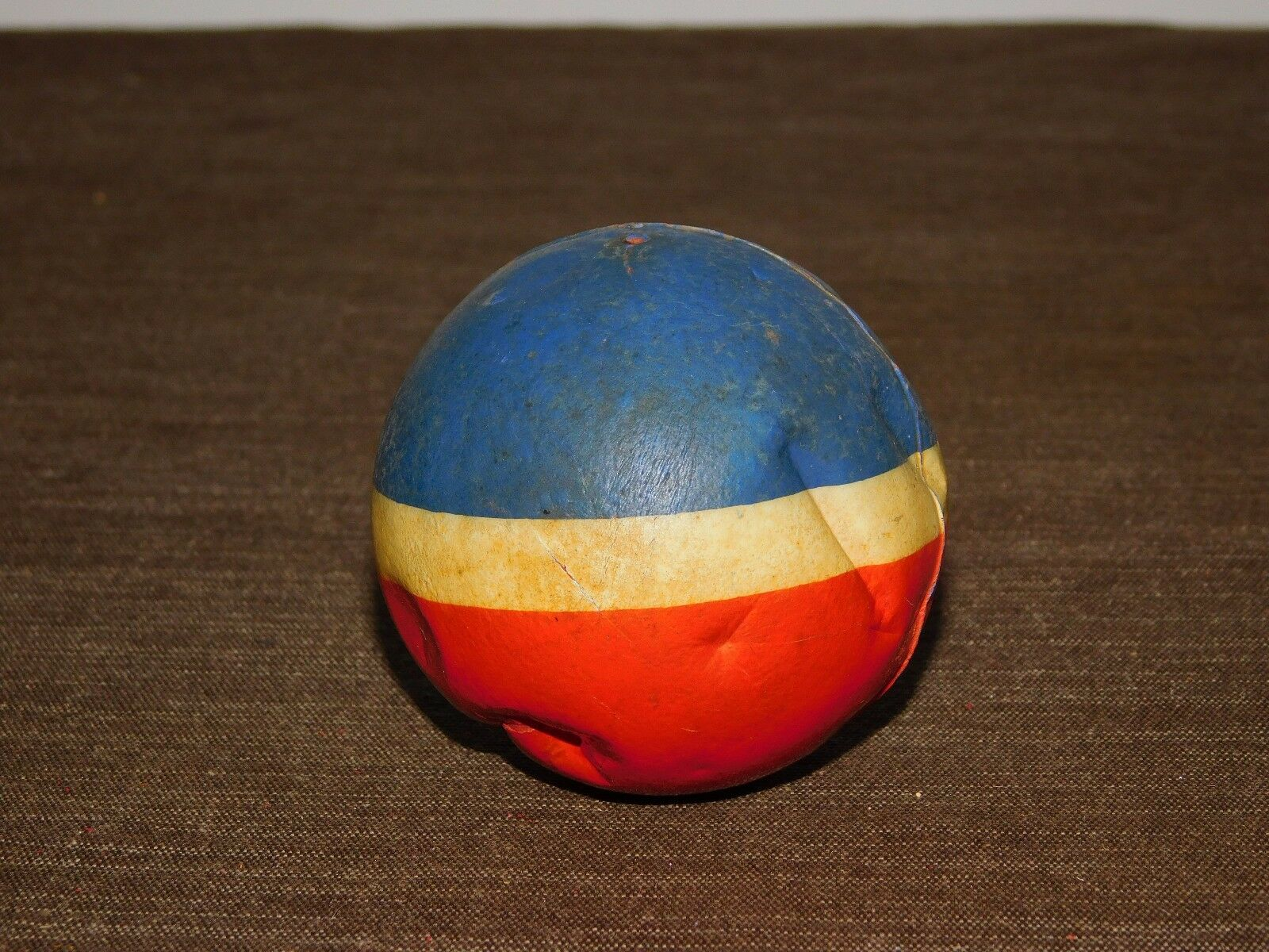VINTAGE TOY 2 1 2  ACROSS   RED WHITE & blueE PLASTIC BALL