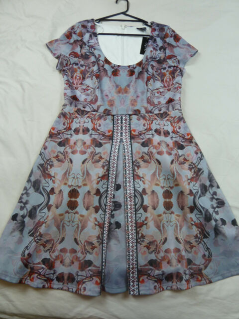 City Chic S 16 NWT RRP $139.95 DRESS REFLECTIONS DOVE SKATER