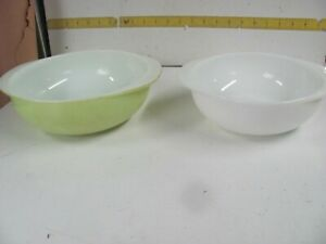 Lot of 2 Vintage PYREX Yellow & White Handled Round Casserole Bowl 1.5 &  2 Qt