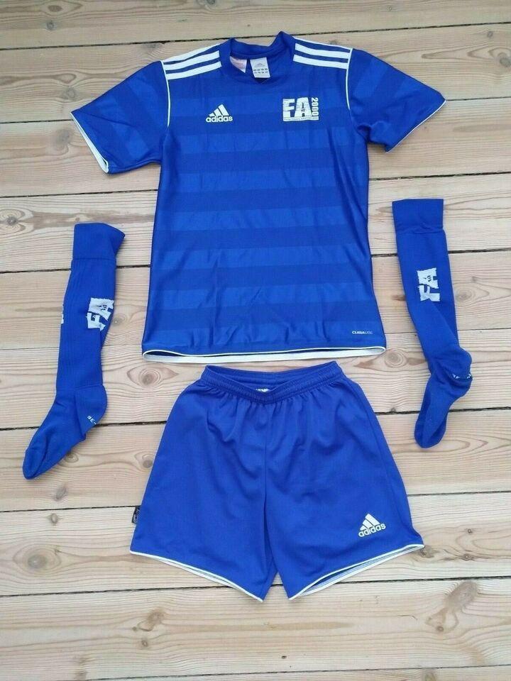Sportstøj, Fodboldbluse, -shorts og -strømper