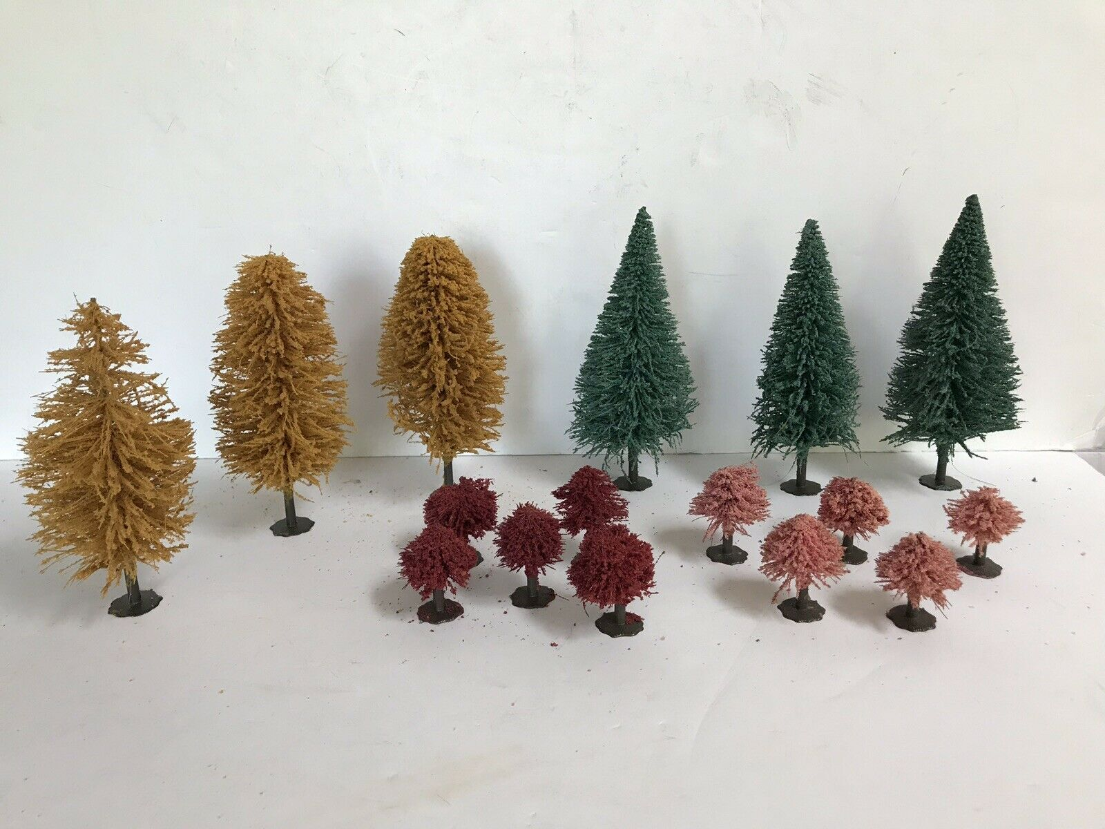 Bachmann Scenic Products 16 Assorted  Trees Model Railroad HO Scale Vintage Cond