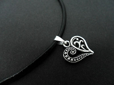 """NEW. A LADIES GIRLS BLACK LEATHER CORD 13-14/"""" CHOKER HEART NECKLACE"""