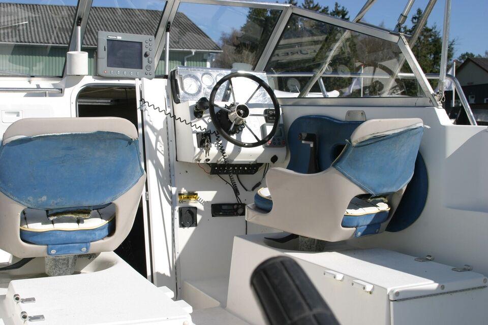 Campion 542 Explorer, Kabinebåd