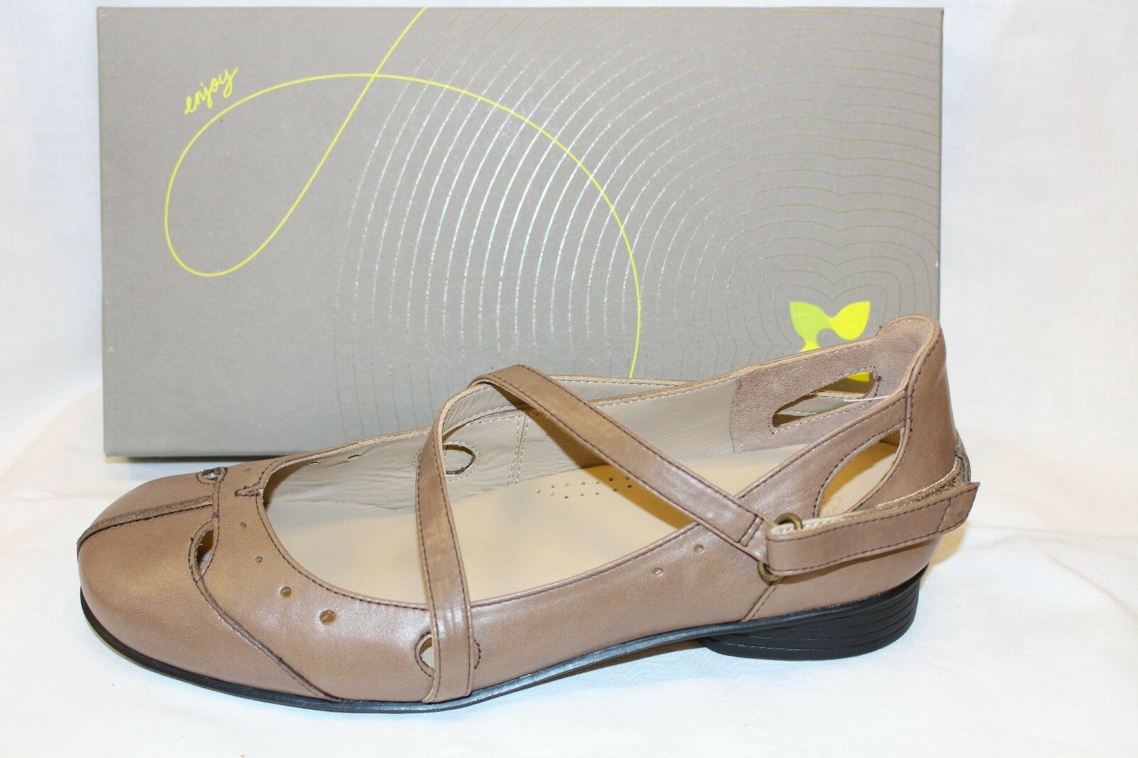 LADIES SHOES/FOOTWEAR -Ziera Ghost chestnut size 37/6