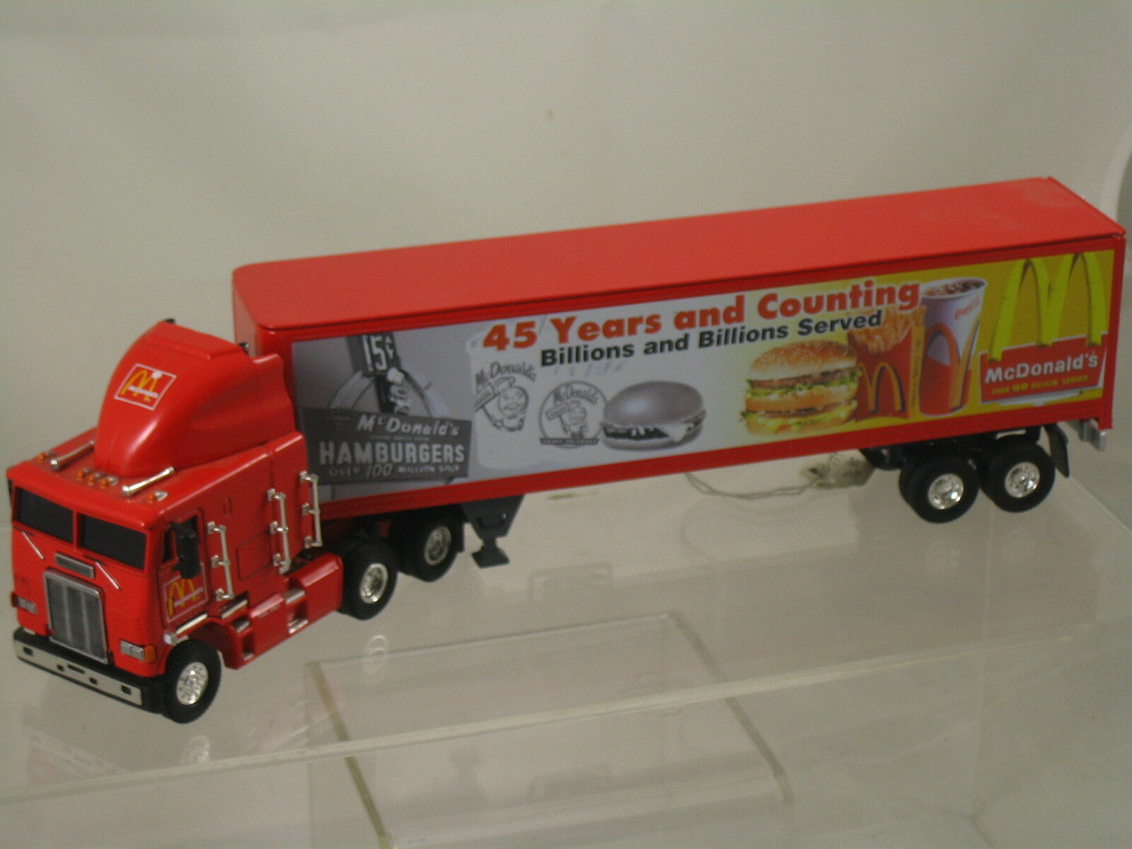 Rare  McDonald's    Freightliner 18-Wheeler & Sleeper Cab by Matchbox New Listing 57f078