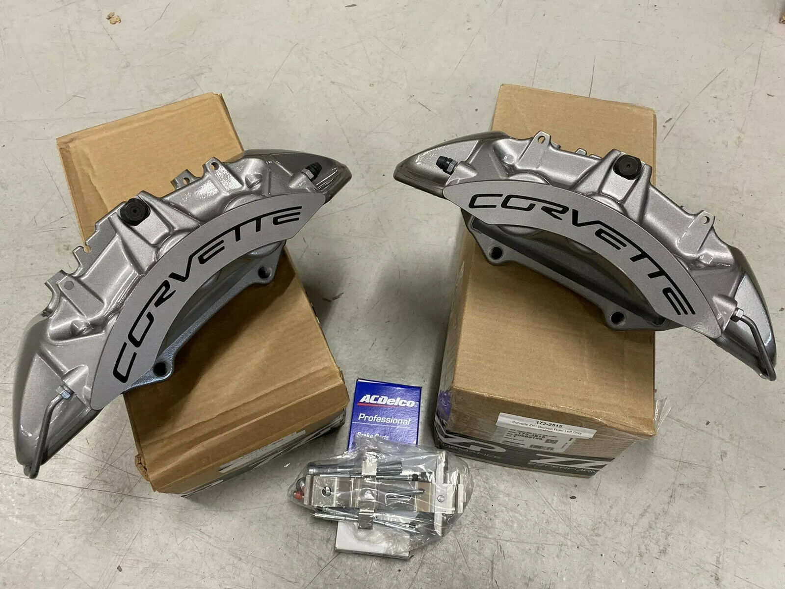 New OEM GM Brembo 2009-13 Chevy Corvette ZR1 Front  Brake Pads for Carbon Rotors