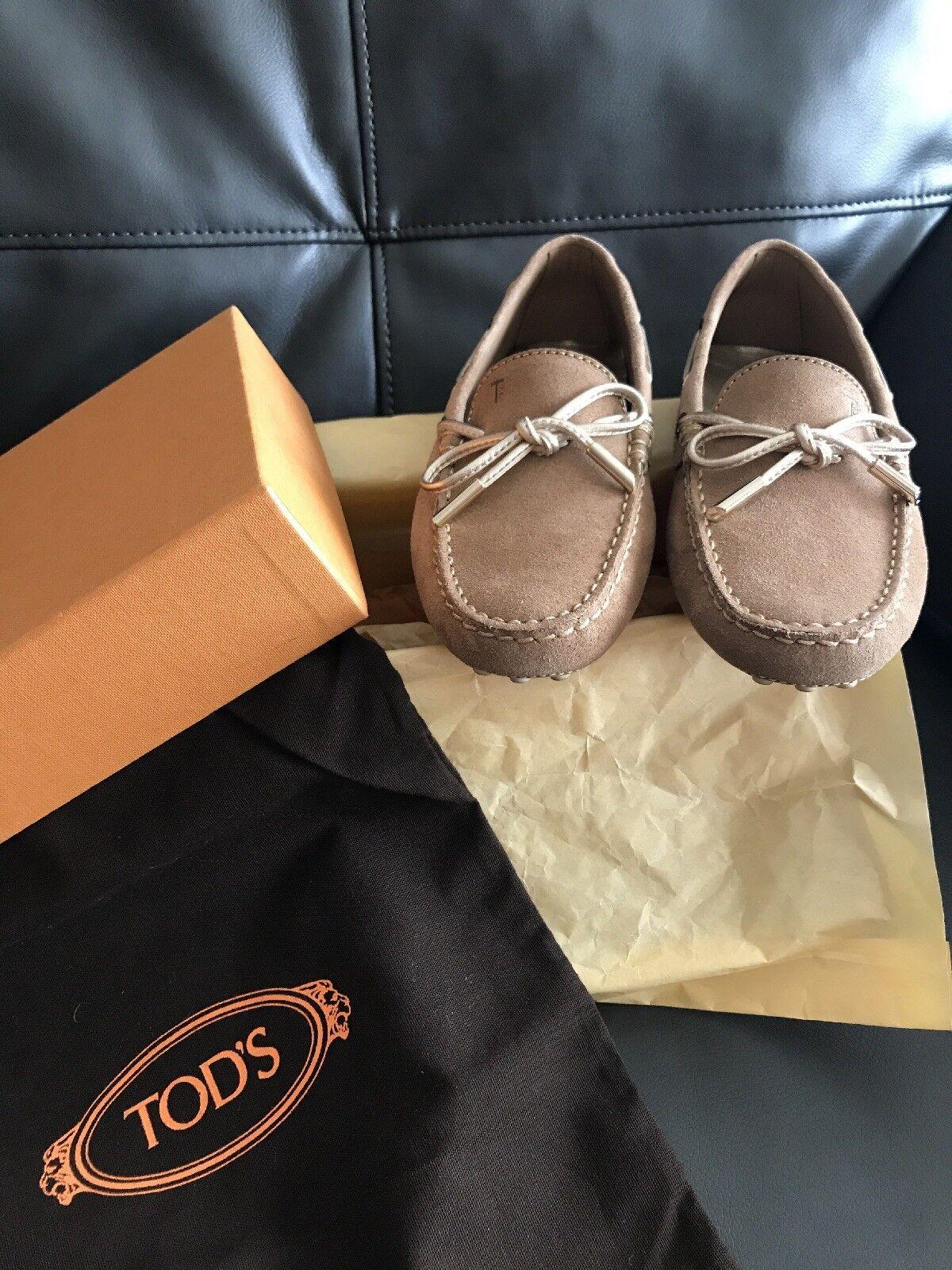 Auténtico Nuevo tods tods tods Clásico Gamuza Conducción Zapatos en Camel y oro Tamaño nos 35  promocionales de incentivo