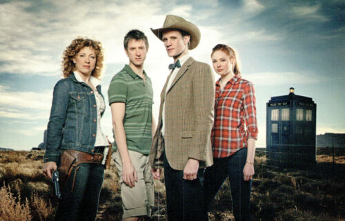 Postcard Dr Who I need You All With Me Now P131x