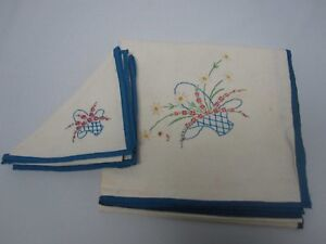 VINTAGE-LINEN-CARD-TABLECLOTH-w-EMBROIDERED-BASKET-OF-FLOWERS-w-3-NAPKINS