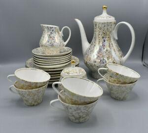 Schoenes-DDR-Kaffeeservice-von-Kahla-fuer-6-Pers-Perlmutt-mit-goldenen-Blumen
