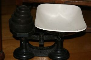 Vintage-Antique-Cast-Iron-Scales