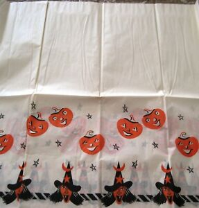 Vintage-034-Halloween-034-Table-Cloth-w-Witches-amp-Pumpkins-Around-The-Edges