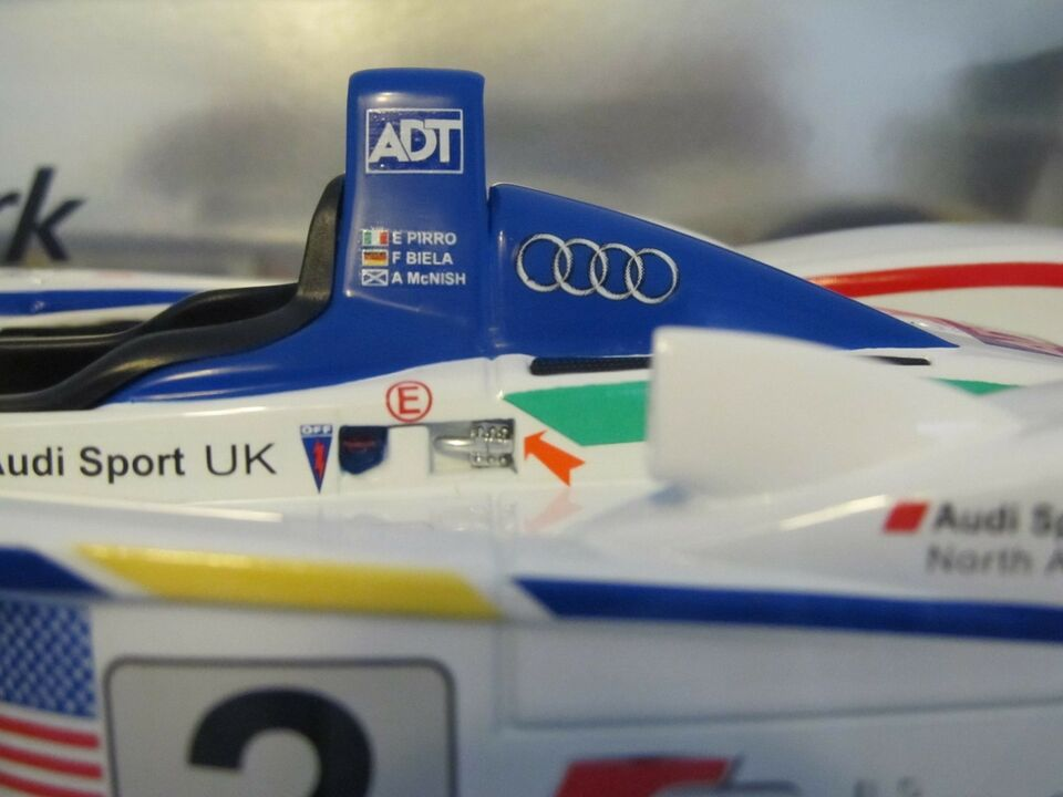 "Modelbil, Audi R8 #2 Team ""Audi Sport North America"", skala"